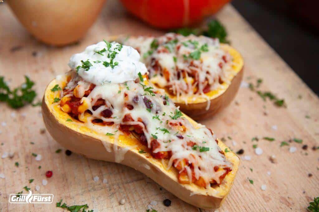 Butternut-Kürbis gefüllt mit Chili con Carne