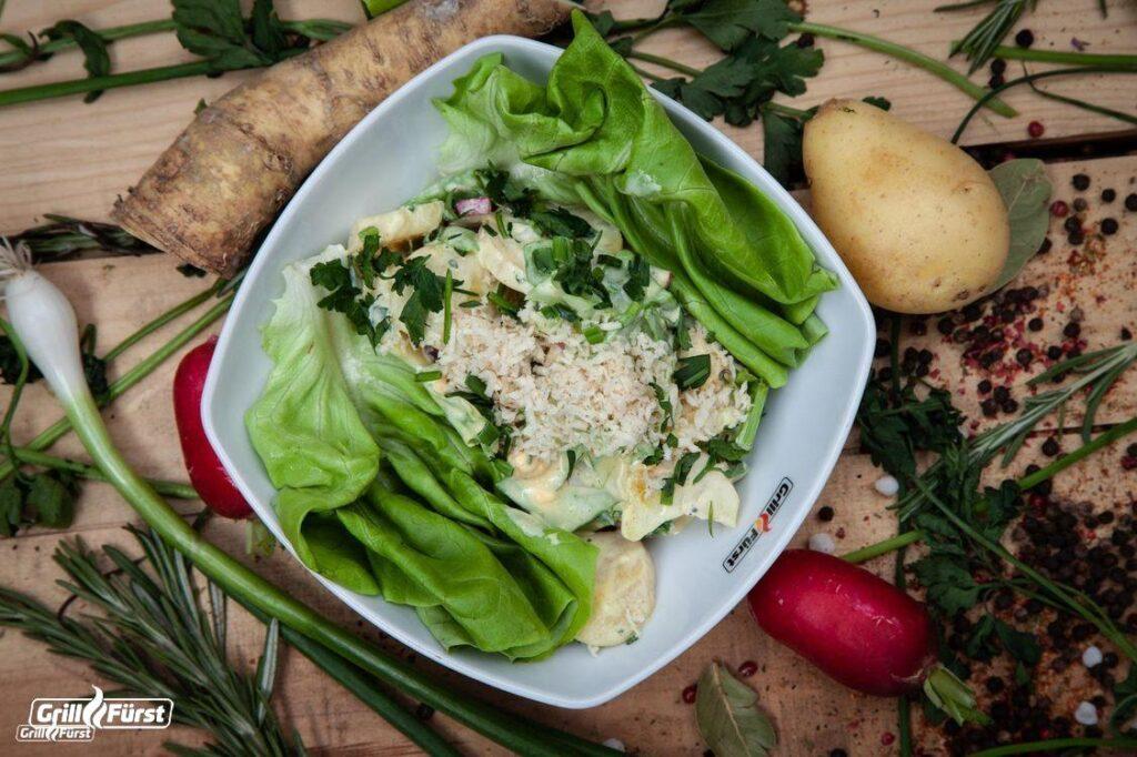 Kartoffelsalat mit Meerrettich und Kopfsalat