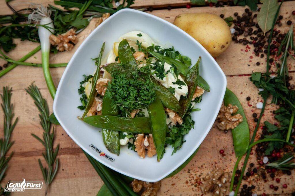 Kartoffelsalat mit Zuckeschoten
