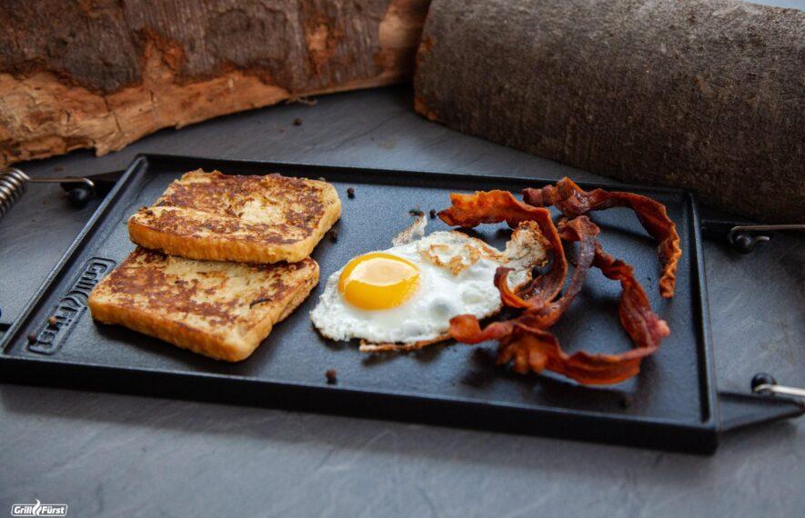 Grillplatten sind vielseitig einsetzbar, auch Eier und Speck können gebraten werden.