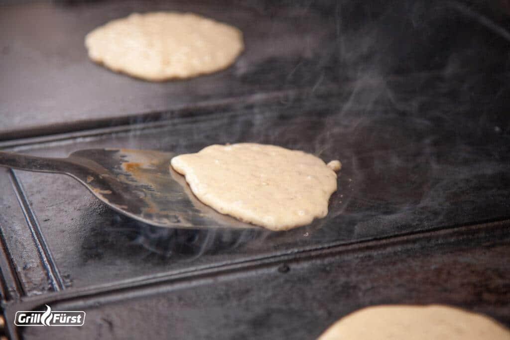 Low Carb Pancakes auf der Grillplatte grillen