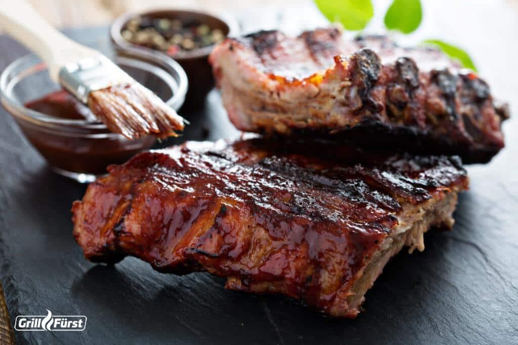 Spare ribs mit BBQ Sauce glasiert