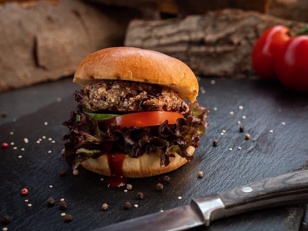 Vegetarischer Burger mit Kidneybohnen