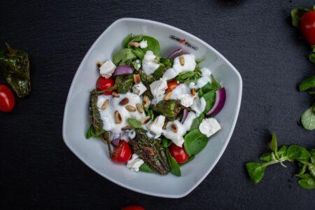 Pimientos de Padrón im Salat