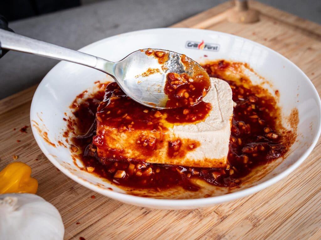 Tofu marinieren vor dem Grillen
