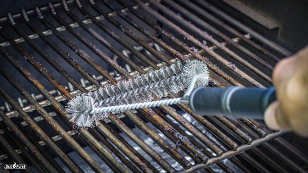 Weber Grill reinigen Tipps und Tricks