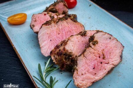Schweinefilet Grillen: rosa gegrilltes Filet vom Schwein
