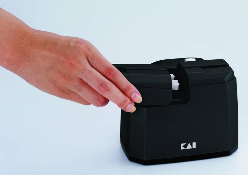 KAI elektrischer Messerschärfer + Poliereinheit AP-118S