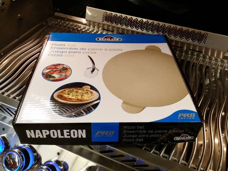 Napoleon PRO Pizzastein mit Schneideroller