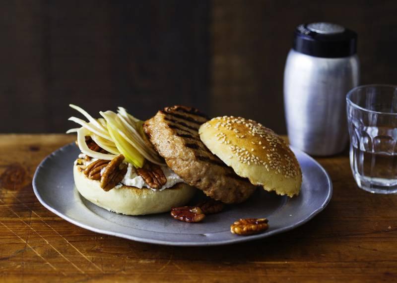 Burger-Set mit antihaftbeschichteter Burgerpresse aus Aluguss (GU Buch plus)