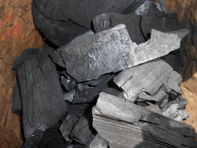 Männerglut Premium Holzkohle - Hochwertiger Hartholz Mix - 80% Buche - aus der Retorte 10KG (2x5kg)- bestehend aus: