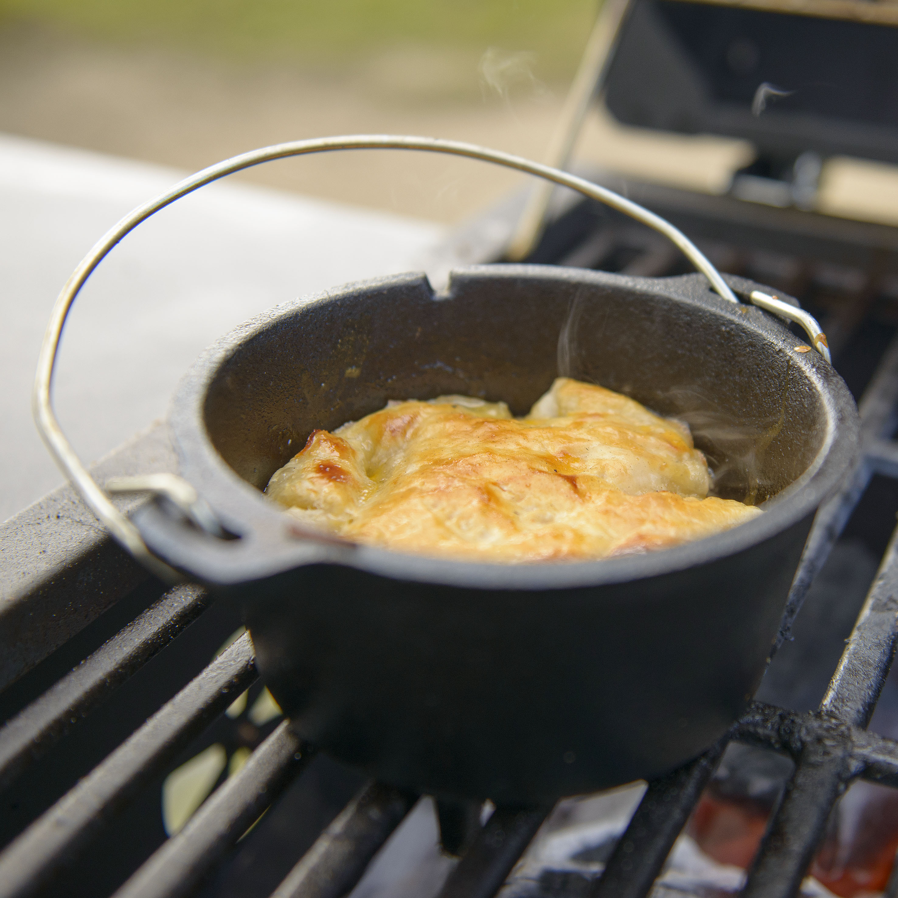 how to use camp chef dutch oven