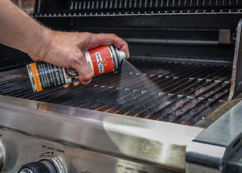 Weber Grillrost reinigen und mit Trennspray behandeln
