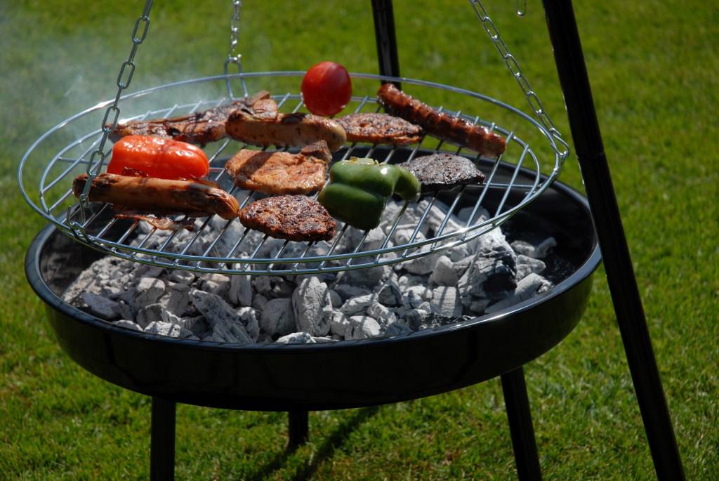 schwenkgrill kaufen schwenker shop dreibein grill. Black Bedroom Furniture Sets. Home Design Ideas